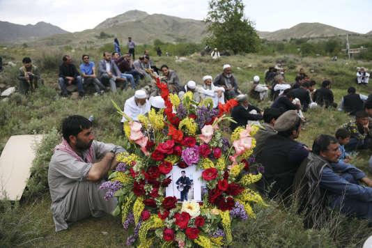 Obsèques de Shah Maraï, le chef photographe du bureau de l'AFP à Kaboul, tué lors de l'attentat suicide du 30 avril.