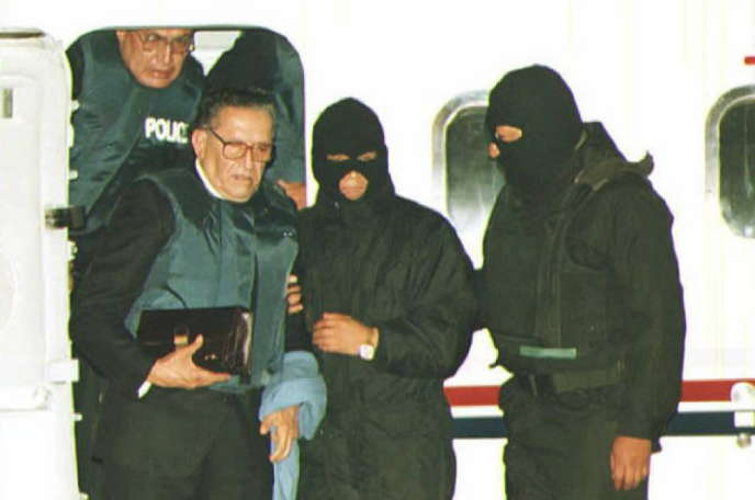 L'ancien dictateur bolivien Luis Garcia Meza lors de son extradiction du Brésil vers la Bolivie, le 15 mars 1995.