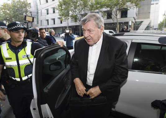 Le cardinal australien Pell sera jugé pour au moins une agression sexuelle
