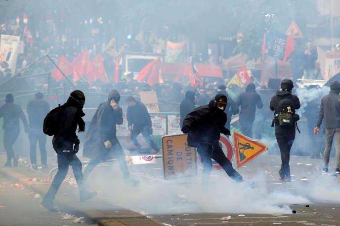 Des violences ont éclaté en marge de la manifestation syndicale du 1er mai à Paris.