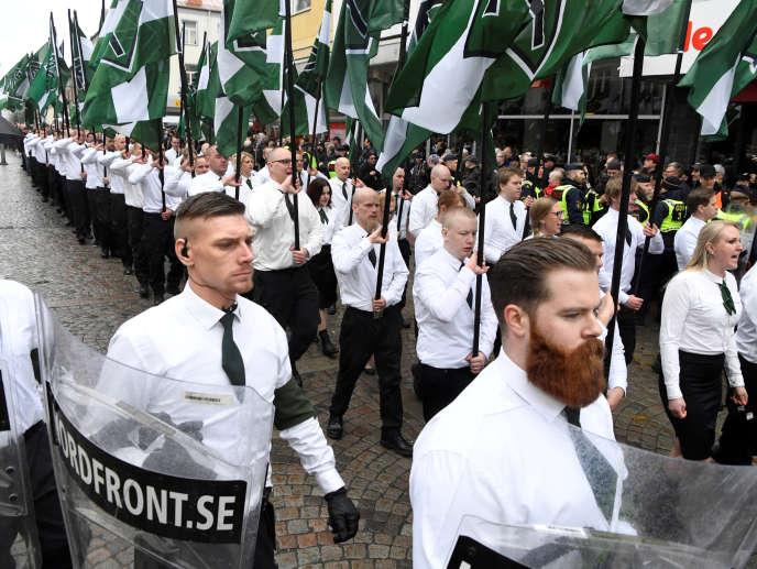 Manifestation du Mouvement de résistance nordique (NMR) à Ludvika, dans la province de Dalécarlie (centre du pays), le 1er mai.