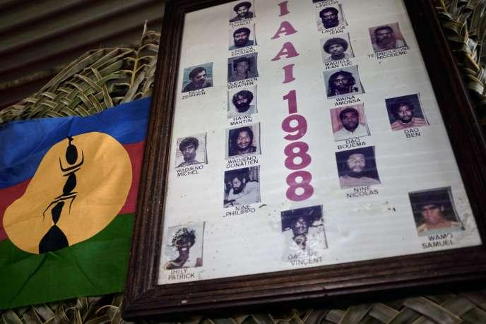 Affiche des 19 militants indépendantistes tués lors del'assaut par l'armée et la gendarmerie de la grotte de Gossanah, en 1988.
