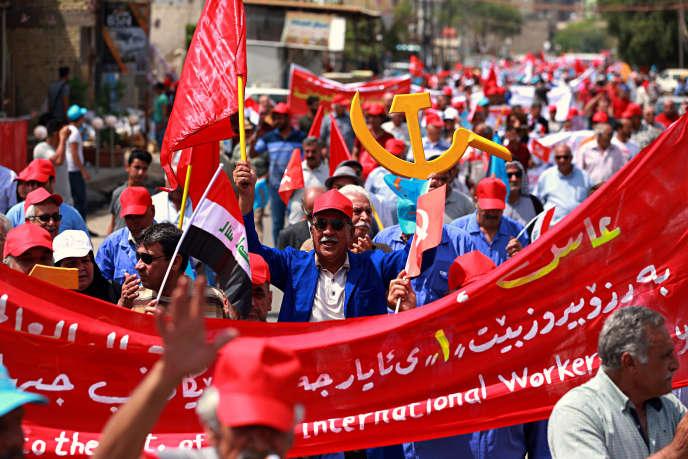 Des partisans du Parti communiste irakien dans les rues de Bagdad en mai.