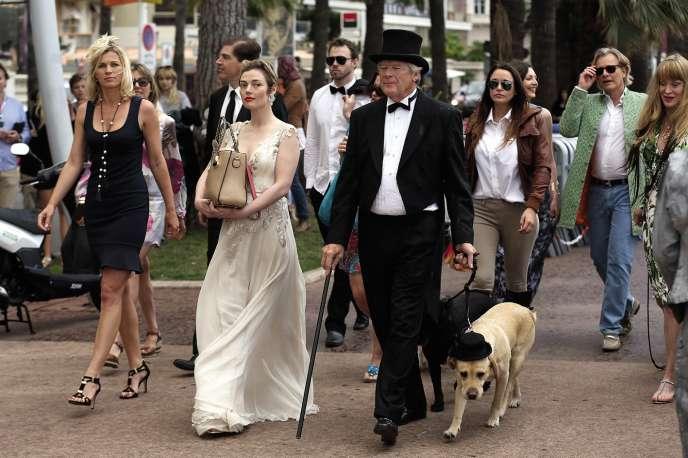 Les participants à la Palm Dog en 2014, dont l'actrice Camilla Rutherford (en robe blanche) lors du 67e Festival de Cannes.