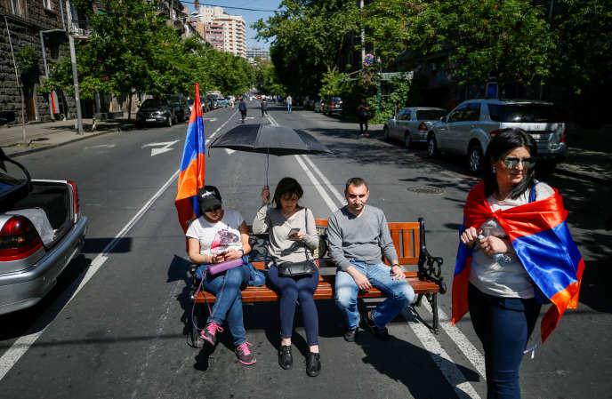 Des partisans de Nikol Pachinian, à Erevan, le 2 mai.
