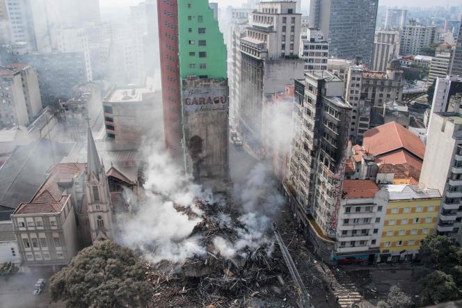 Restes de l'immeuble de Sao Paulo qui s'est effondré le 1er mai à la suite à un incendie, faisant de nombreux morts.