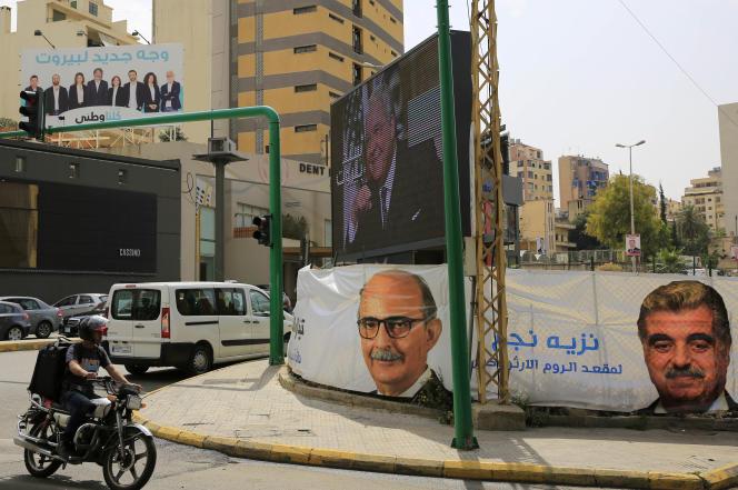 Rafic Hariri (à droite) a été premier ministre du Liban avant sa démission en octobre 2004.