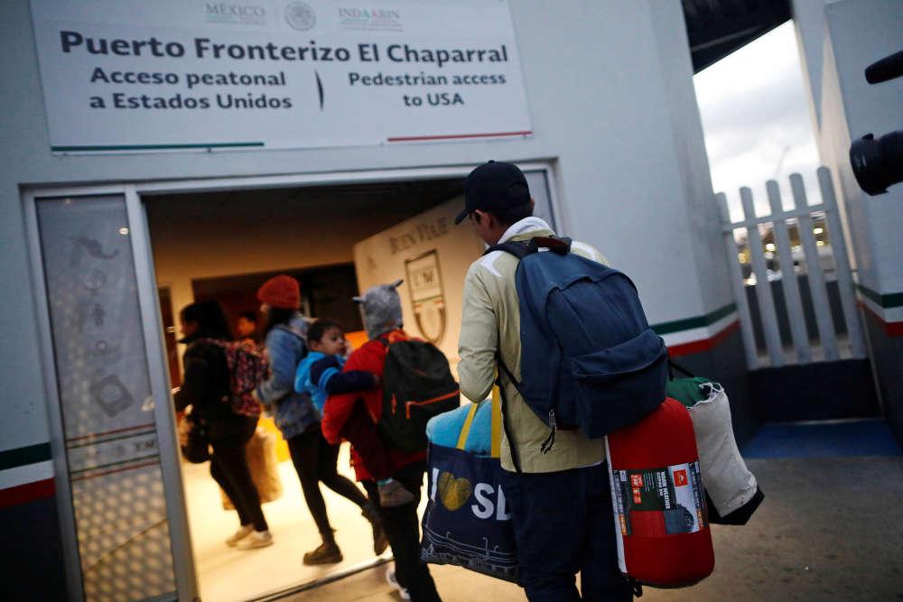 Des réfugiés centraméricains s'apprêtent à demander l'asile aux Etats-Unis, à Tijuana, le 2 mai.