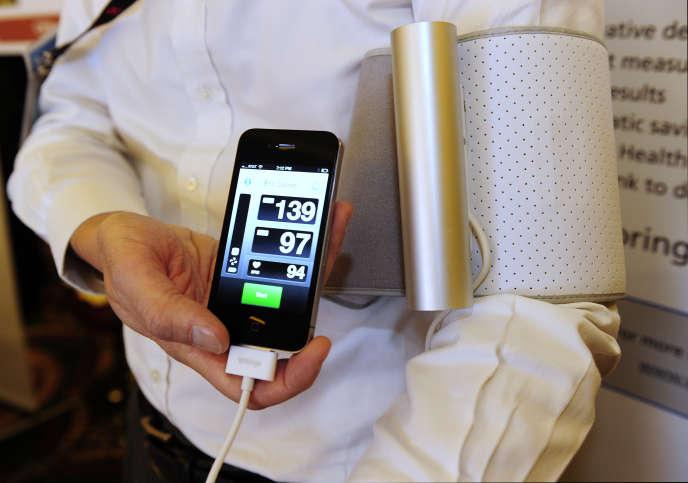 Un tensiomètre connecté deWithings, présenté lors du salon international CES de Las Vegas le 4 janvier 2011.