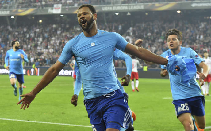 Le défenseur de Marseille Rolando fête le but de la qualification face au Red Bull Salzbourg, le 3 mai.