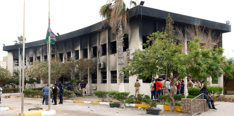 Le siège de la Haute Commission électorale à Tripoli, après l'attentat-suicide du 2mai 2018.