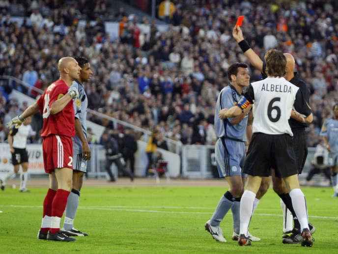 Fabien Barthez, expulsé par l'arbitre Pierluigi Collina.