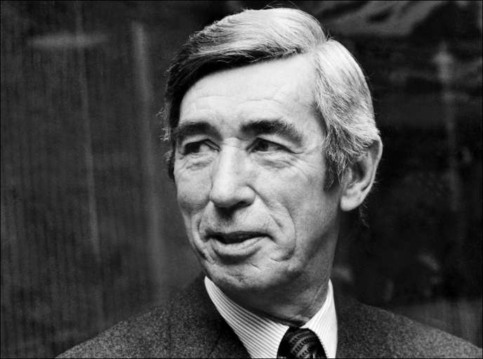 Portrait daté du 25 novembre 1972, du dessinateur belge Hergé.