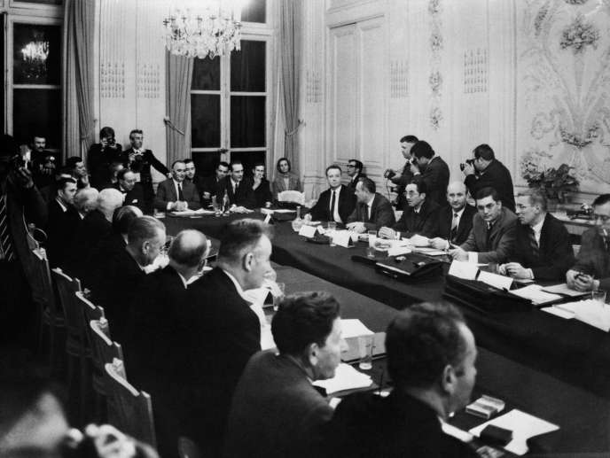 La deuxième séance des négociations sociales rue de Grenelle, à Paris, le 26 mai 1968.