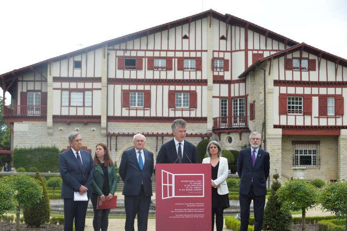 Jonathan Powell, diplomate britannique, à la tribune de Cambo-les-Bains le 4 mai.
