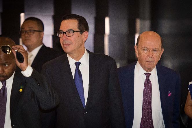 Le secrétaire américain au Trésor Steven Mnuchin, au centre, conduisait la délégation économique américaine en Chine, le 4 mai.