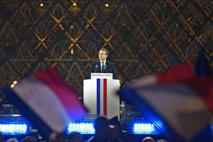 Emmanuel Macron le soir de son élection, devant la pyramide du Louvre, à Paris, le 7 mai 2017.