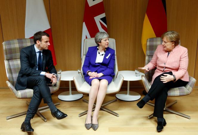 De gauche à droite, le président français, Emmanuel Macron, la première ministre britannique, Theresa May, et la chancelière allemande, Angela Merkel, le 22mars 2018 à Bruxelles.