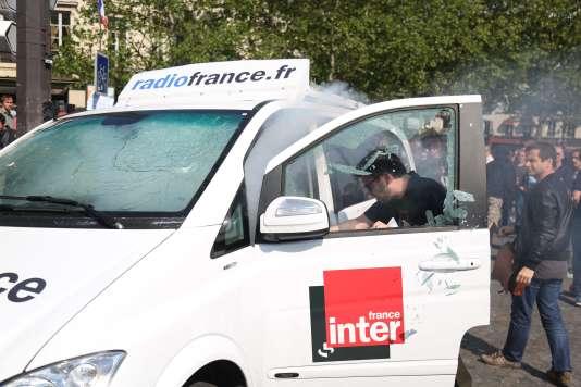 La voiture vandalisée de Radio France, le 5 mai 2018.