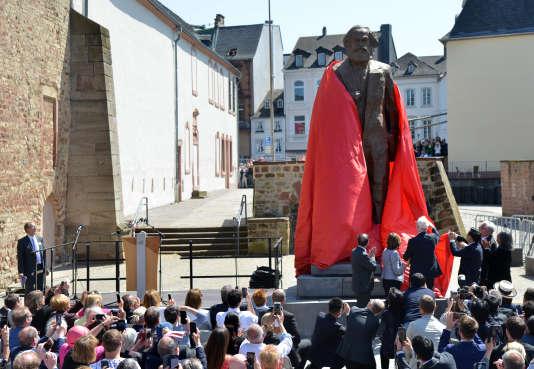 Inauguration le 5 mai de la statue de Karl Marx offerte à la ville de Trèves par la République populaire de Chine, une œuvre en bronze de Wu Weishan.