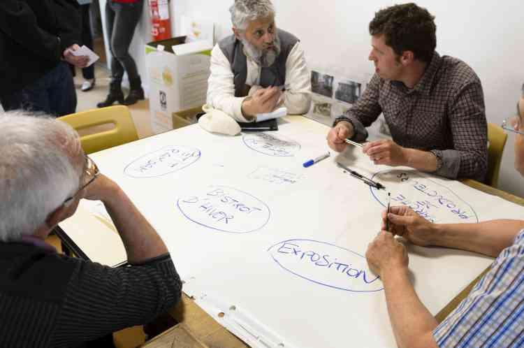 Après deux ans à peine, le tiers-lieu se veut un espace participatif que les habitants sont invités à s'approprier.Ce mercredi d'avril, certains d'entre eux sont venus participer à des ateliers pour réfléchir ensemble à ce qu'ils aimeraient y faire. Des cours d'informatique, de cuisine, des ateliers bricolage, de peinture, un cinéma en plein air, des« apéro réseaux»…, les idées ne manquent pas.