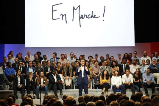 Emmanuel Macron a animé le premier meeting de son mouvement politique « En marche » dans la salle de la Mutualité à Paris, mardi 12 juillet 2016. Ce meeting est l'un des événements organisés par GL Events, facturé avec d'importantes ristournes.