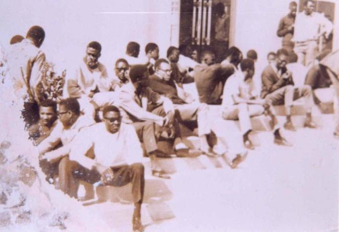 En 1968, la mobilisation des étudiants sénégalais et ouest-africains de l'université Dakar secoue une société où la présence de l'ancien colonisateur était encore très prégnante.