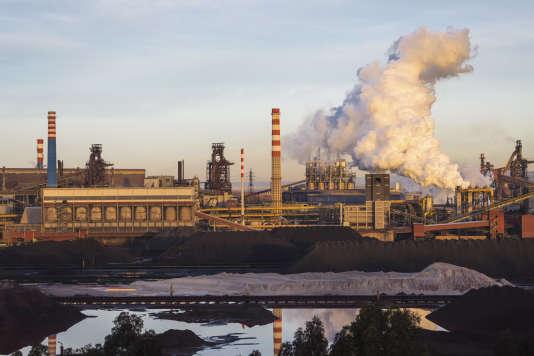 L'aciérie Ilva de Tarente, dans la région des Pouilles (Italie), rachetée par le groupe Arcelor Mittal.
