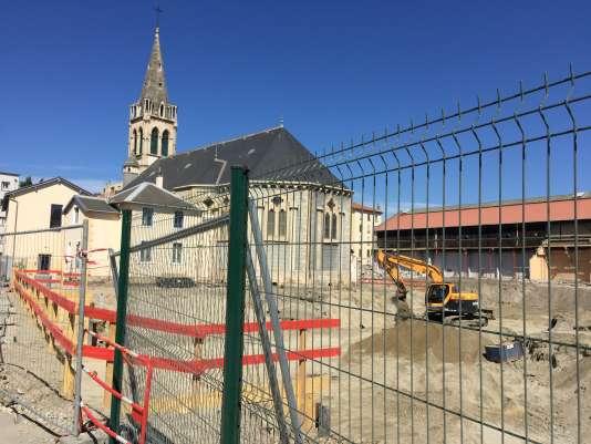 L'église Notre-Dame-des-Anges, encerclée par les travaux.
