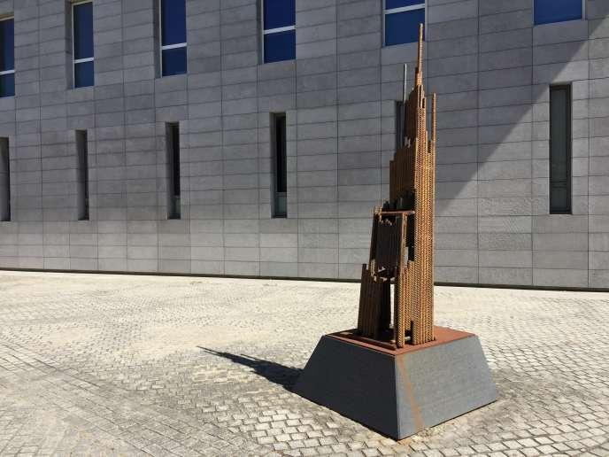 Sculpture réalisée par les anciens ouvriers de l'usine Mûre, où s'est installée l'Ecole normale supérieure de Lyon.