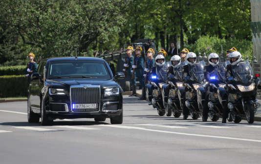 La Senat, d'Aurus, dans les rues de Moscou.