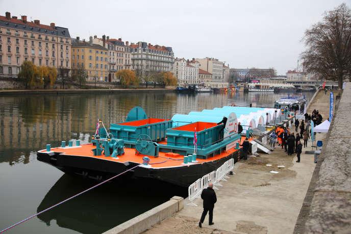 La déchetterie fluvialeRiver Tri, sur la Saône, à Lyon, en 2018.