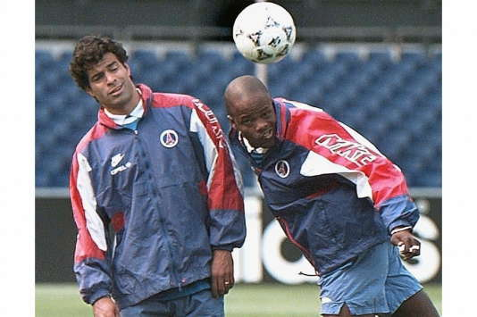 Dely Valdes et Raï à l'entraînement avec le PSG avant la finale de Coupe des Coupes (perdue) contre Barcelone en 1997.