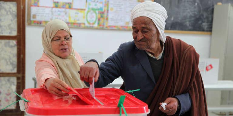 Vote à Kasserine, dans le centre de la Tunisie, le 6 mai 2018.