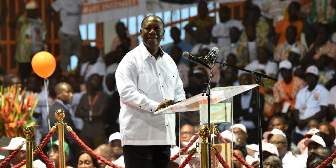 Le président ivoirien, Alassane Ouattara, lors du congrès extraordinaire de son parti, le Rassemblement des républicains, à Abidjan le 5mai 2018.