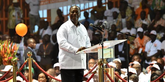Le président ivoirien Alassane Ouattara lors d'un meeting de son parti, le Rassemblement des républicains, à Abidjan le 5 mai 2018.
