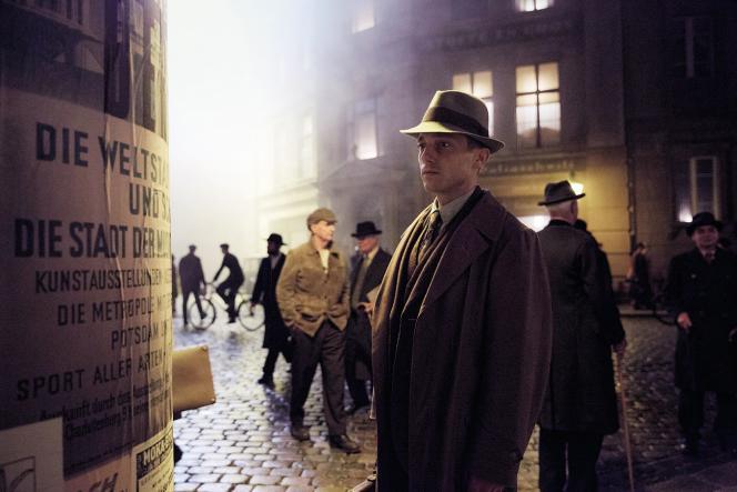 Dans « BabylonBerlin », un commissaire arriviste et toxicomane (Volker Bruch) est chargé d'enquêter sur diverses affaires.