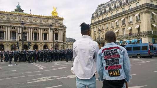 Manifestation de protestion contre le chanteur Héritier Watanabe, place de l'Opéra à Paris, le 15 juillet 2017.