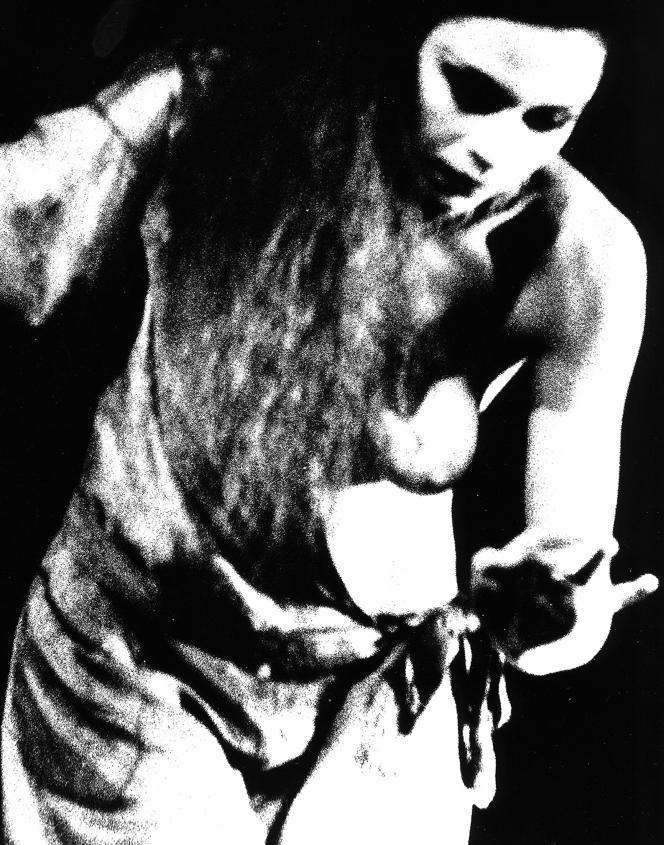 Photographie extraite de la série«A distance» réalisée en 1980 (28 négatifs sur film argentique24x36cm en noir et blanc).