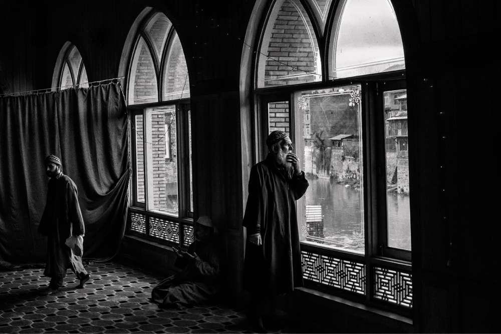 Al'intérieurdutombeaudeBulbulShahàSrinagar,l'undespremiersmissionnairesdel'islamau Cachemire.
