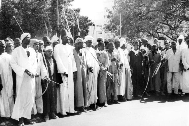 Des agriculteurs sénégalais manifestent leur soutien au président Senghor lors des affrontements entre les forces de l'ordre et les étudiants et ouvriers, à Dakar, le 31 mai1968.