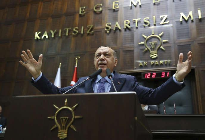 Recep Tayyip Erdogan, le président turc, lors d'un discours prononcé devant des membres de son parti AKP, à Ankara, le 8 mai.