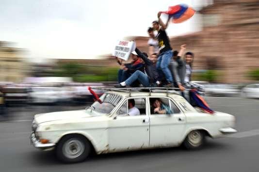 Des soutiens de Nikol Pachinian, le 8 mai, à Erevan.