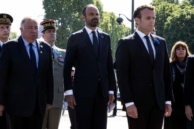 Le président du Sénat, Gérard Larcher, le premier ministre, Edouard Philippe et le chef de l'Etat, Emmanuel Macron,lors de la cérémonie du 8 mai à Paris.