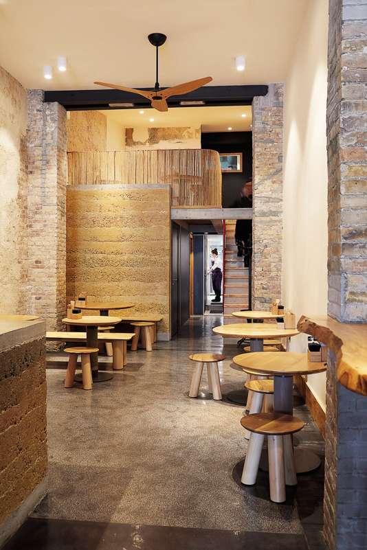 Dans l'ancienne boutique de Jean Paul Gaultier, le Café Lai'Tcha est un lieu superbe avec beaucoup de volume.