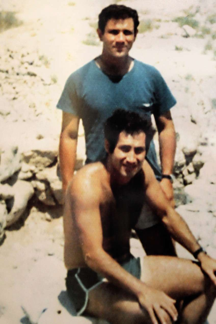 Avec son frère Yoni, mort en 1976 dans le raid d'Entebbe, en Ouganda, lors de la libération d'otages.