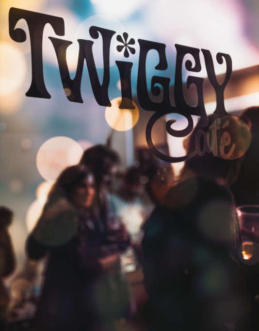 Le Twiggy Café.