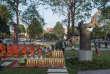La sculpture«A ceux qui ne sont plus là» de l'artistefranco-cambodgien Séra, inaugurée en janvier devantl'ambassade de France, à Phnom Penh.