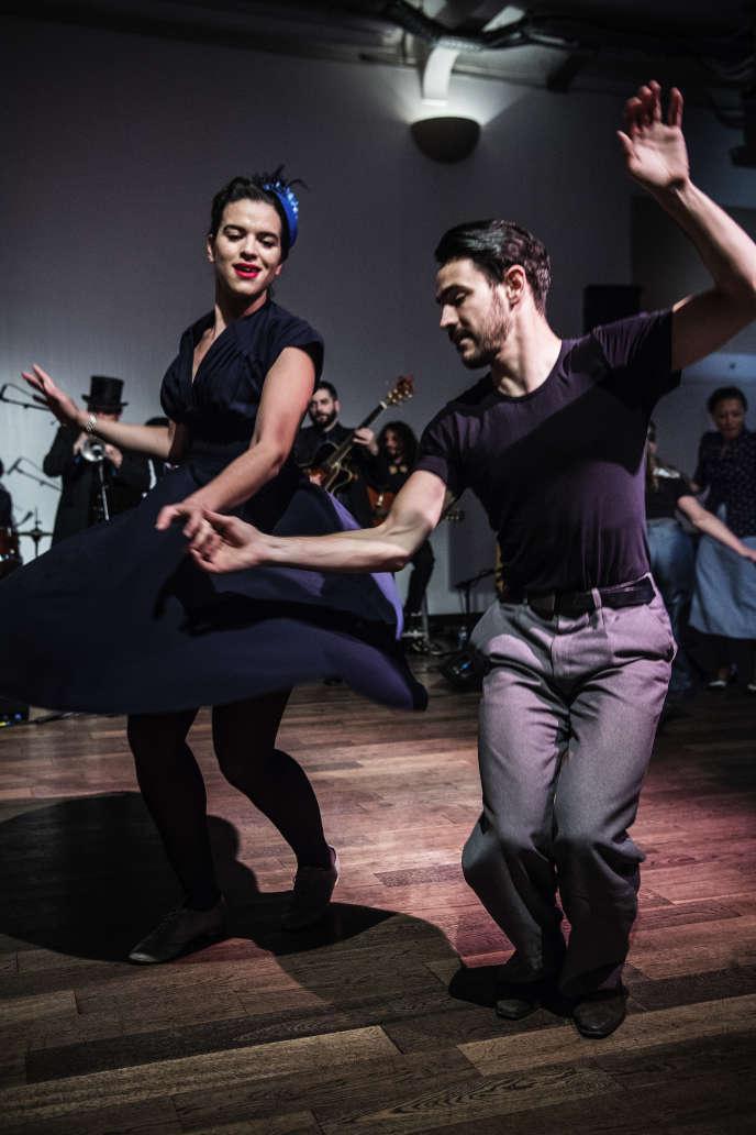 Lors du bal swing mensuel de La Bellevilloise, à Paris, le 28avril.