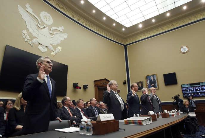Des dirigeants d'entreprises pharmaceutiques interrogés par le Congrès américain, le 8 mai.